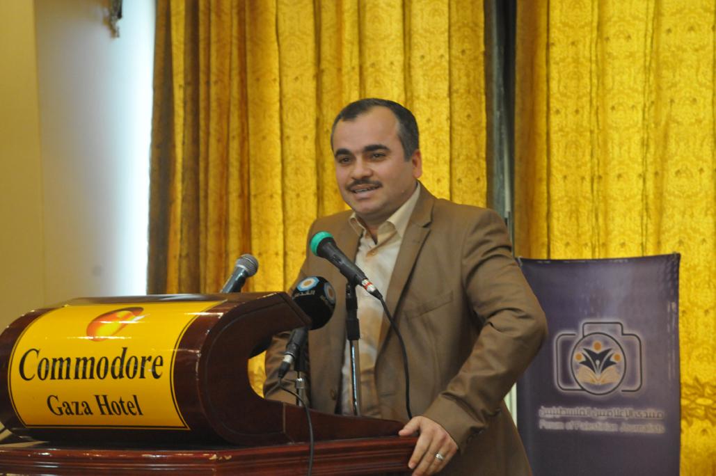 منتدى الإعلاميين ينظم حفل توقيع كُتب لعميد كلية الآداب والعلوم الإنسانية د.عدنان أبو عامر