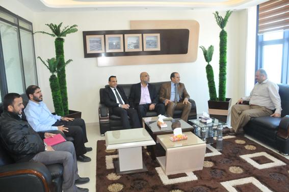 وفد من جامعة الأمة يزور رئيس اللجنة الإدارية الحكومية